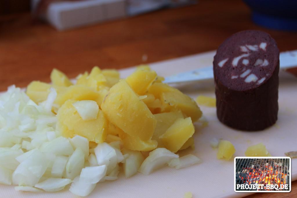 Zwiebeln und Kartoffeln zerkleinern