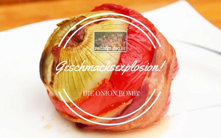 Onion Bomb mit Käsekern im Paprikaboot
